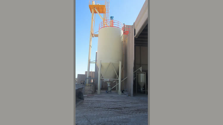Outdoor storage silos